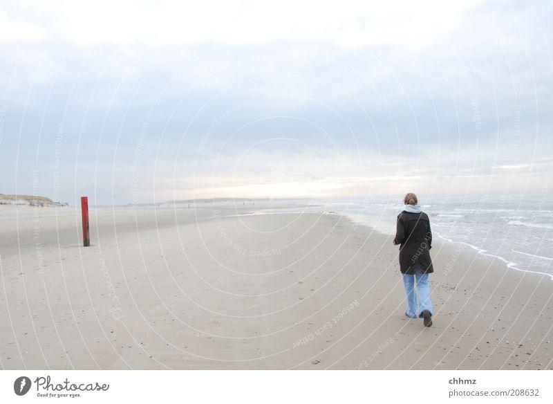 Rechts vorbei und dann immer geradeaus Mensch Himmel Natur Wasser Ferien & Urlaub & Reisen Meer Strand Wolken Einsamkeit Ferne Holz Sand Küste Luft Horizont