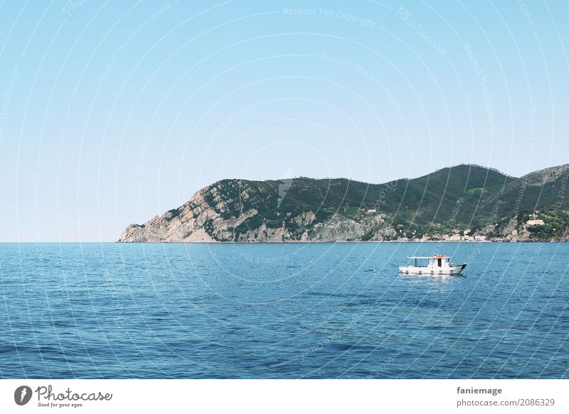 Cinque Terre XIX Natur Landschaft Schönes Wetter Hügel Felsen Berge u. Gebirge Wellen Küste Meer Stimmung Nationalpark Wasserfahrzeug Italien Mittelmeer