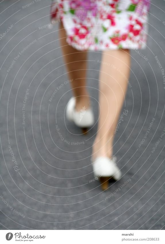walk the line elegant Stil Mensch feminin Frau Erwachsene Beine 1 Mode Bekleidung Rock Kleid Schuhe gehen mehrfarbig Unschärfe Farbfoto Außenaufnahme Asphalt