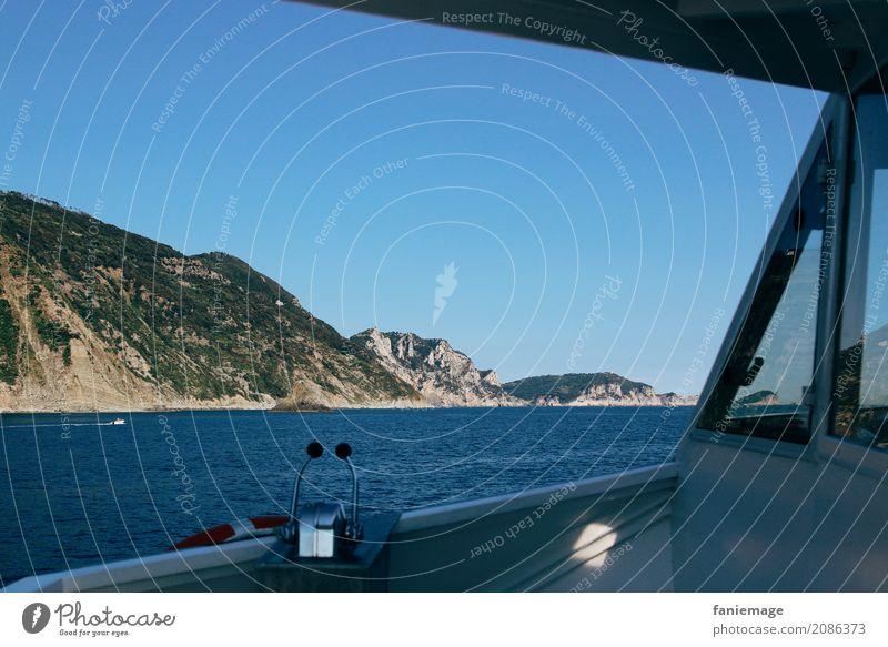 Cinque Terre XXVI Lifestyle Natur Landschaft Wellen Küste Meer fahren Bootsfahrt Italien mediterran Mittelmeer Wasserfahrzeug Berge u. Gebirge Felsküste Felsen