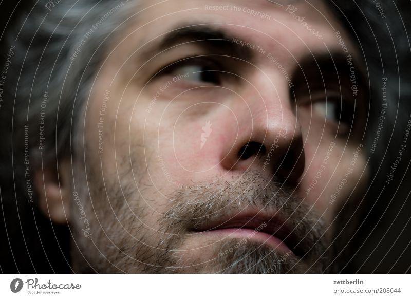 Self maskulin Mann Erwachsene Gesicht Auge Nase Mund Bart 45-60 Jahre alt Denken ernst nachdenklich Bartstoppel Unschärfe beobachten Kontrolle Gedanke Farbfoto