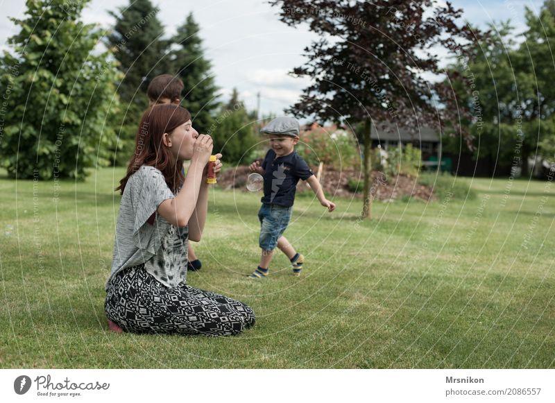 fangen Mensch Kind Jugendliche Freude Mädchen Leben Gesundheit Junge Glück Zusammensein Zufriedenheit 13-18 Jahre Kindheit Fröhlichkeit laufen Lebensfreude