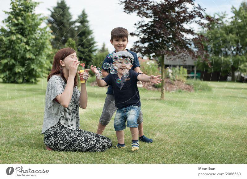 together Mensch Kind Jugendliche schön Freude Mädchen Leben Wiese feminin lachen Familie & Verwandtschaft Glück maskulin Zufriedenheit 13-18 Jahre Kindheit