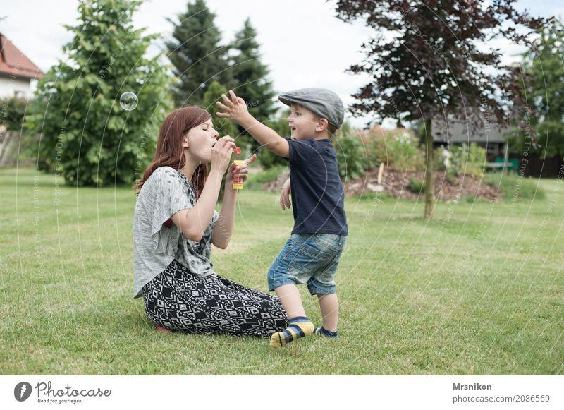 seifenblasen Mensch Kind Jugendliche Sommer Mädchen Leben feminin lachen Familie & Verwandtschaft Spielen Garten Zusammensein maskulin 13-18 Jahre Kindheit