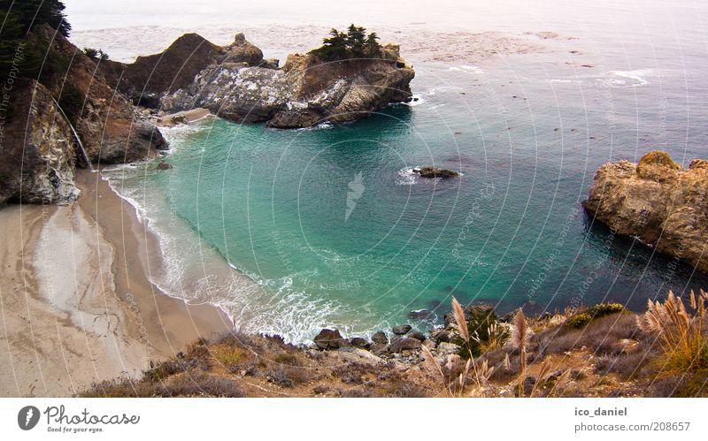 Bucht mit Wasserfall Natur grün blau schön Sommer Strand Ferien & Urlaub & Reisen Meer Ferne Freiheit Landschaft Sand Küste Wellen Ausflug