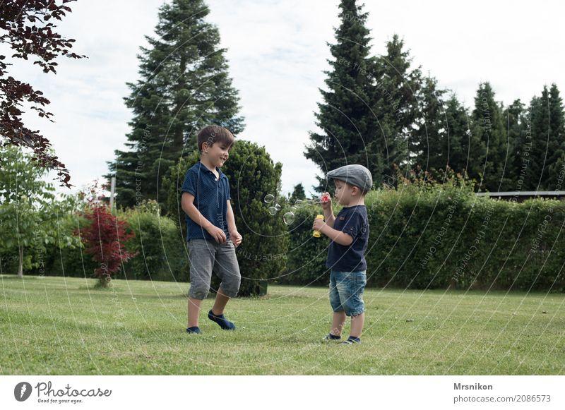 together Mensch Kind Liebe natürlich Junge lachen Spielen Garten Zusammensein Freizeit & Hobby Kindheit Lächeln Fröhlichkeit genießen beobachten niedlich