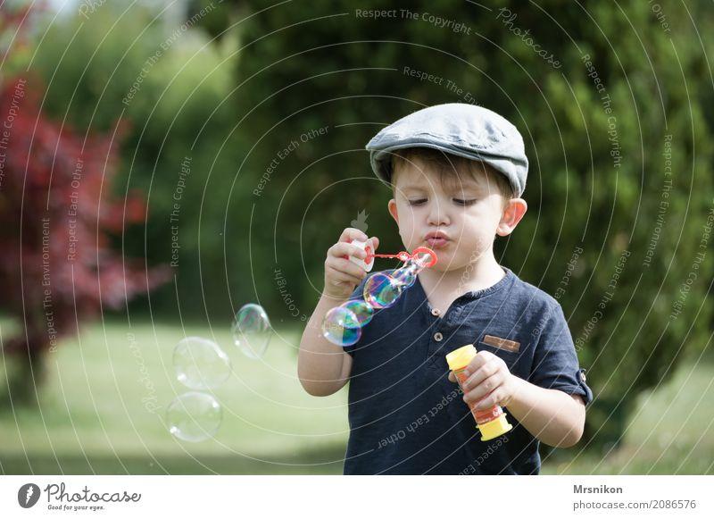 seifenblasen Kind Kleinkind Junge Frau Jugendliche Kindheit Leben 1 Mensch 1-3 Jahre Fröhlichkeit Seifenblase Kinderspiel Glück Blase Garten Sommer sommerlich