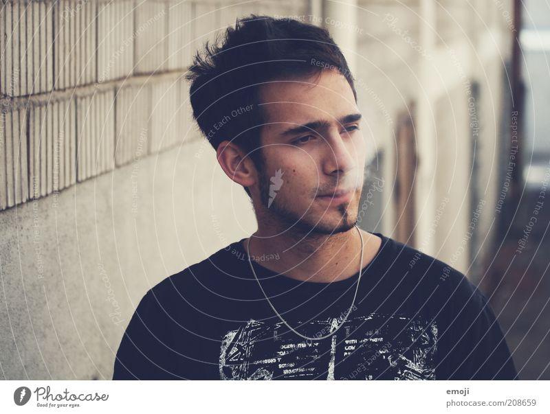 thoughtful Mensch Jugendliche Erwachsene maskulin Coolness Rauchen Rauch Mut Bart Laster rebellisch ungesund Fehler Porträt unrasiert