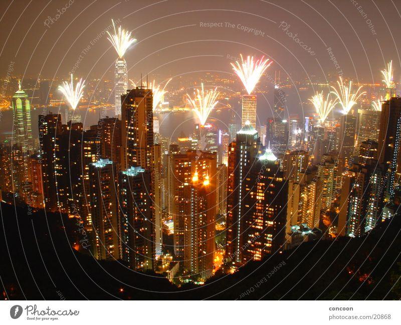Hong Kong Fireworks Nacht Laser Hochhaus Macht mehrfarbig Hongkong China Erfolg Victoria Peak Aussicht Feuerwerk Skyline groß gigantisch Lampe