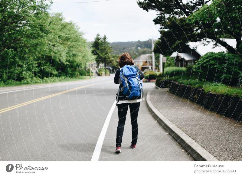 Roadtrip West Coast USA (64) feminin Junge Frau Jugendliche Erwachsene 1 Mensch 18-30 Jahre 30-45 Jahre Abenteuer wandern Rucksack Turnschuh Jeanshose Pullover