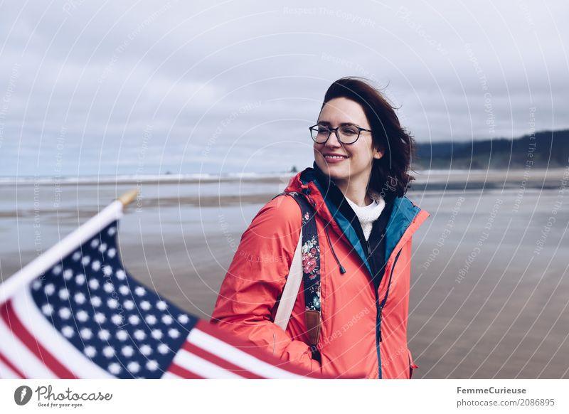 Roadtrip West Coast USA (21) feminin Junge Frau Jugendliche Erwachsene Mensch 18-30 Jahre 30-45 Jahre Abenteuer Fahne Westküste Meer Pazifik Küste Strand Sand