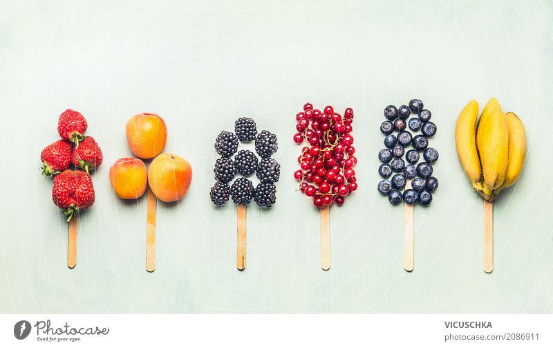 Obst und Beeren am Stiel Lebensmittel Frucht Dessert Ernährung Lifestyle Stil Design Gesunde Ernährung Sommer Fitness Lollipop Snack Sorbet Vegane Ernährung