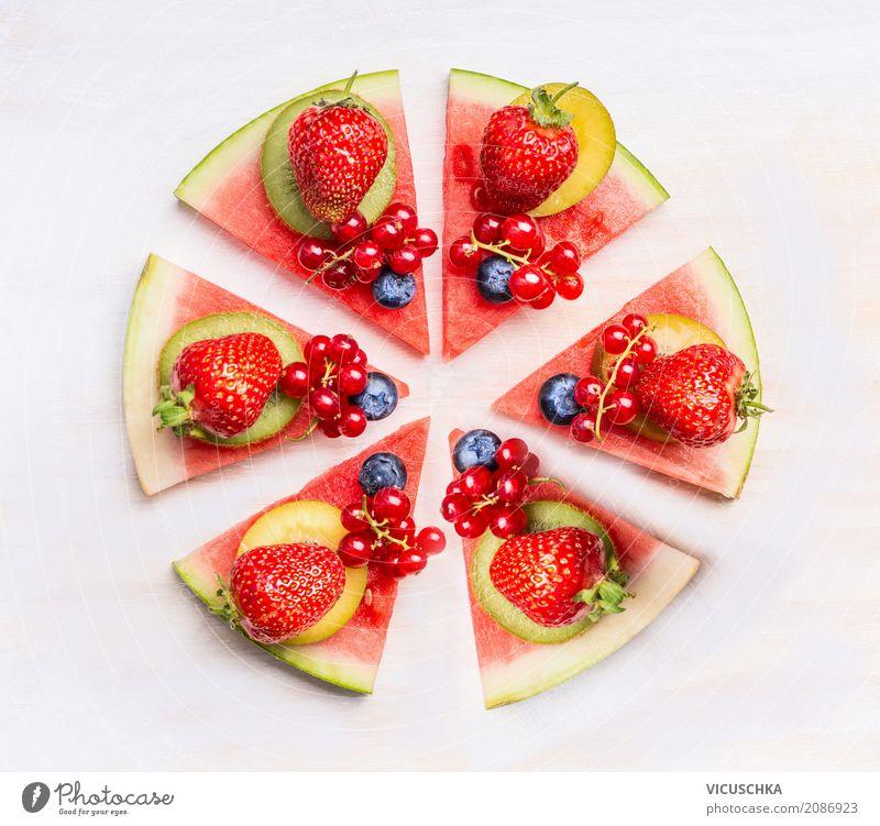 Wassermelone Pizza mit Früchten und Beeren Lebensmittel Frucht Dessert Ernährung Bioprodukte Vegetarische Ernährung Diät Stil Design Gesunde Ernährung rosa
