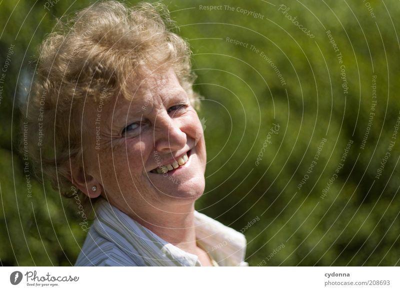 Gut Lachen schön Leben harmonisch Wohlgefühl Zufriedenheit Ruhestand Mensch Weiblicher Senior Frau Gesicht 45-60 Jahre Erwachsene Natur Erfahrung Freude Gefühle