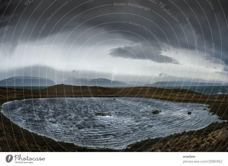 Stürmisch Natur Landschaft Urelemente Wasser Himmel Wolken Gewitterwolken Horizont Frühling Wetter schlechtes Wetter Sturm Felsen Berge u. Gebirge Wellen Küste