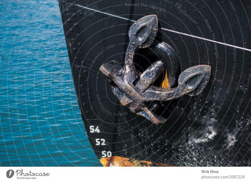 Bug eines Eisbrechers Maschine Schifffahrt Binnenschifffahrt Bootsfahrt Dampfschiff Motorboot Wasserfahrzeug Hafen Anker An Bord alt maritim blau schwarz