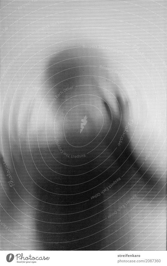 Menschliche Silhouette hinter einer Glasscheibe mit bewegten Händen Frau Erwachsene Mann 1 30-45 Jahre berühren Bewegung drehen ästhetisch dunkel grau schwarz