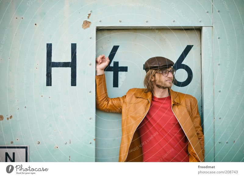 H46 Mensch Mann Jugendliche Berlin Stil Mode Erwachsene Tür maskulin Bekleidung Fassade frisch Coolness retro T-Shirt