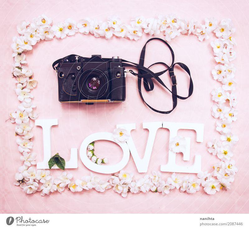 Blumenrahmen mit dem Wort LIEBE und eine analoge Kamera Freizeit & Hobby Handarbeit Kunst Künstler Kultur Jugendkultur Fotografie Fotokamera Zeichen