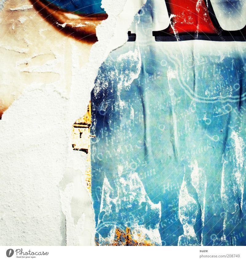 Pin-up alt blau Stadt Wand Mauer dreckig Hintergrundbild Design Kommunizieren kaputt Wandel & Veränderung Information Buchstaben Werbung Medien Verfall