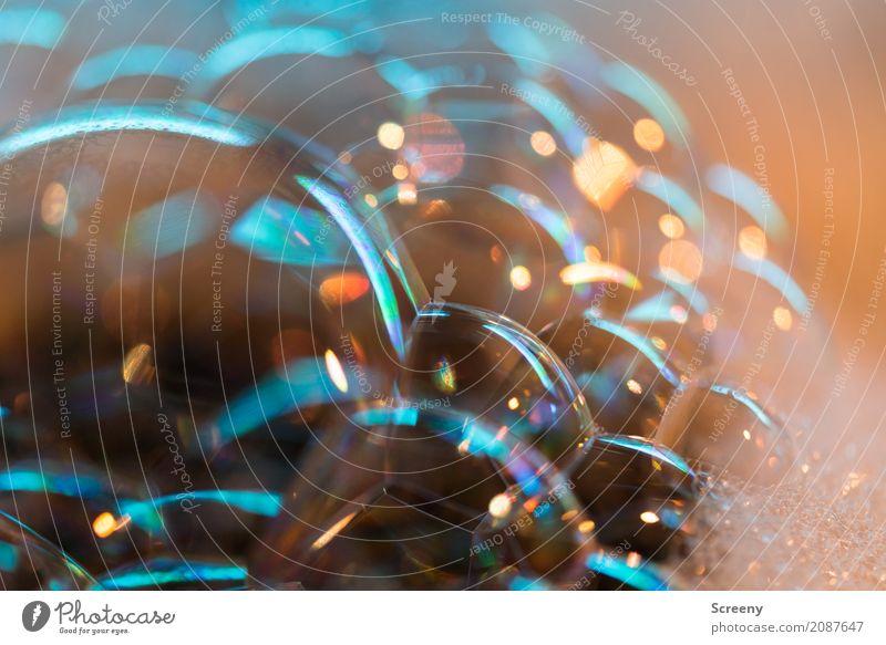 Blubb Wasser klein nass Vergänglichkeit Seifenblase spülen Oberflächenspannung Oberflächenstruktur Farbfoto Innenaufnahme Detailaufnahme Makroaufnahme