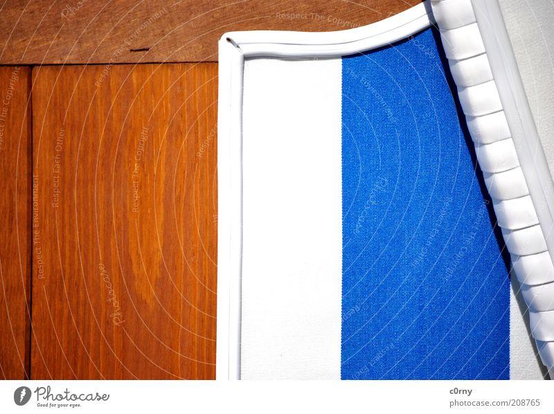 strandkorbus weiß blau Erholung Holz Linie braun warten schlafen neu Sauberkeit Streifen Gelassenheit Kunststoff genießen Strandkorb hocken