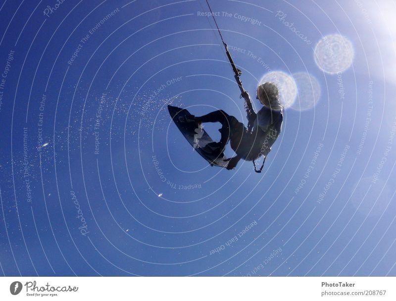 Big Air Tailgrab Mensch Jugendliche Sonne Meer Sommer Freude Strand Sport Stil Freiheit Wind maskulin fliegen Wassertropfen Lifestyle