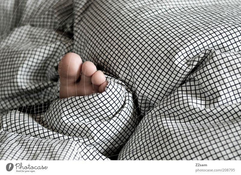 fussi weiß Mädchen schwarz ruhig Erholung grau klein Fuß liegen schlafen süß Bett einfach Gelassenheit Bettwäsche Kind