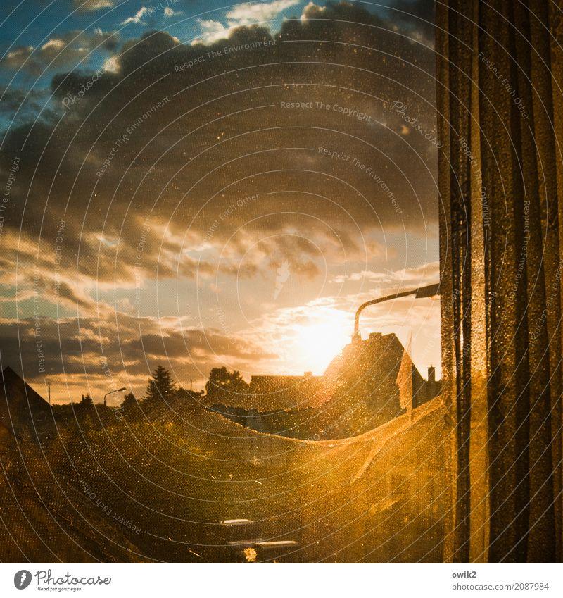 Ende offen Himmel blau weiß Haus Wolken Fenster Umwelt orange hell Horizont leuchten Idylle Schönes Wetter groß Unendlichkeit Straßenbeleuchtung