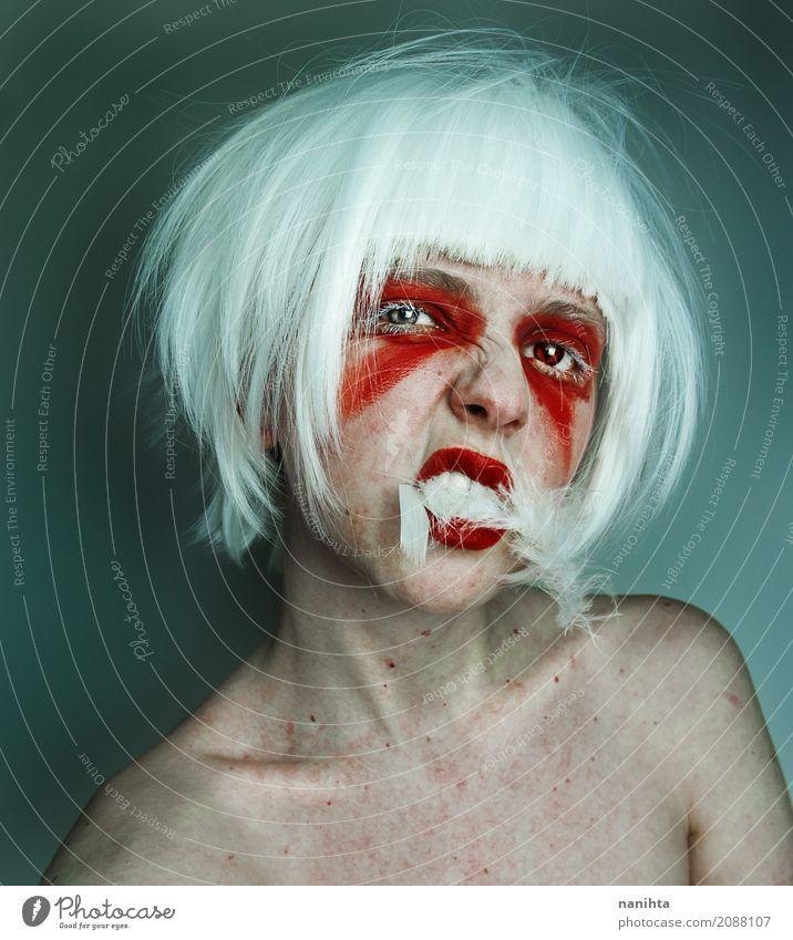 Künstlerisches Porträt einer jungen wilden Frau Schminke Lippenstift Karneval Halloween Mensch androgyn Jugendliche 1 18-30 Jahre Erwachsene Kunst weißhaarig