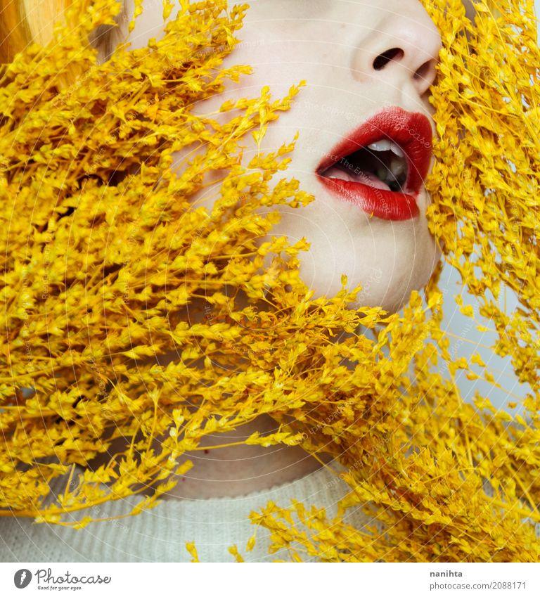 Schließen Sie oben vom Mund einer jungen Frau und von den trockenen Blumen Mensch Jugendliche Junge Frau Farbe schön weiß Erotik 18-30 Jahre Gesicht Erwachsene