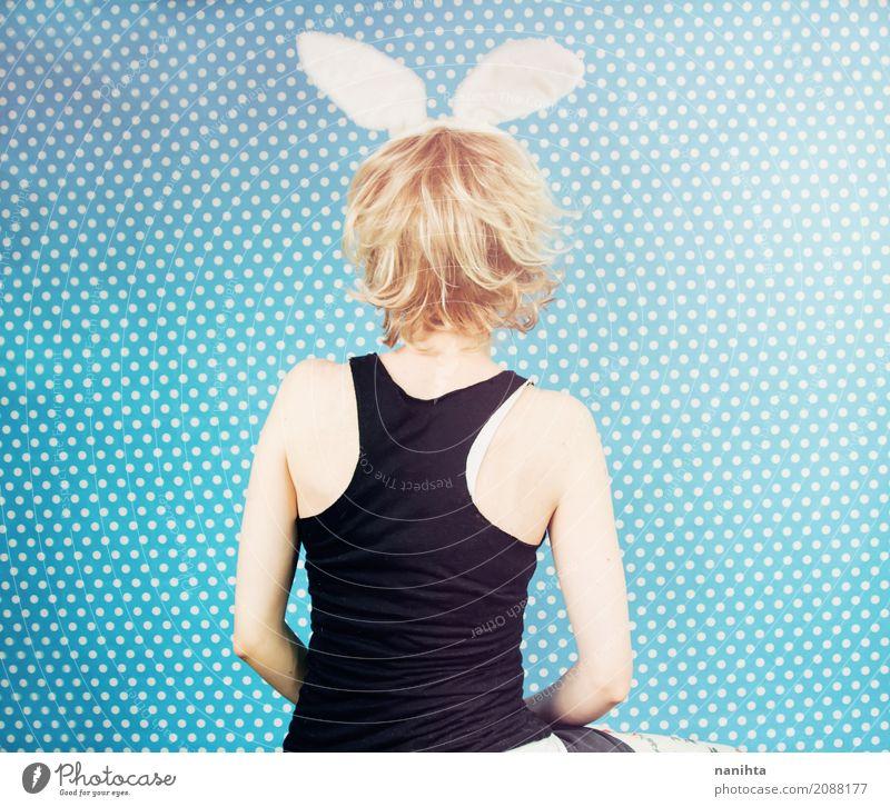 Mensch Jugendliche blau Junge Frau weiß Freude 18-30 Jahre schwarz Erwachsene lustig feminin Haare & Frisuren Feste & Feiern blond Rücken einzigartig