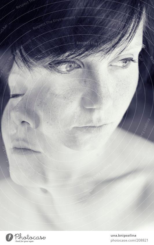 doppelung Frau Jugendliche schön Erwachsene feminin Denken träumen Gesundheit Junge Frau Haut 18-30 Jahre Doppelbelichtung Phantasie Sommersprossen Schwarzweißfoto Frauengesicht