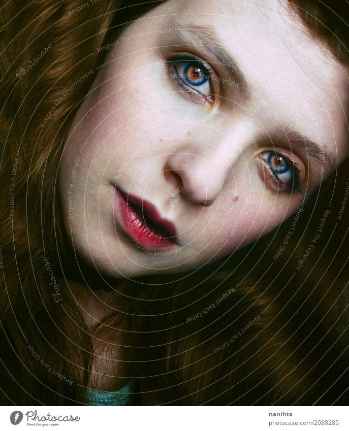 Portrait einer natürlichen und schönen jungen Frau elegant Haut Gesicht Lippenstift Wimperntusche Wellness Wohlgefühl feminin Junge Frau Jugendliche 1 Mensch