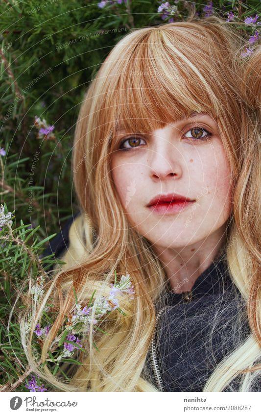 Portrait einer schönen blonden Frau Mensch Natur Jugendliche Pflanze Junge Frau Sommer Blume 18-30 Jahre Gesicht Auge Erwachsene Leben Frühling Gesundheit