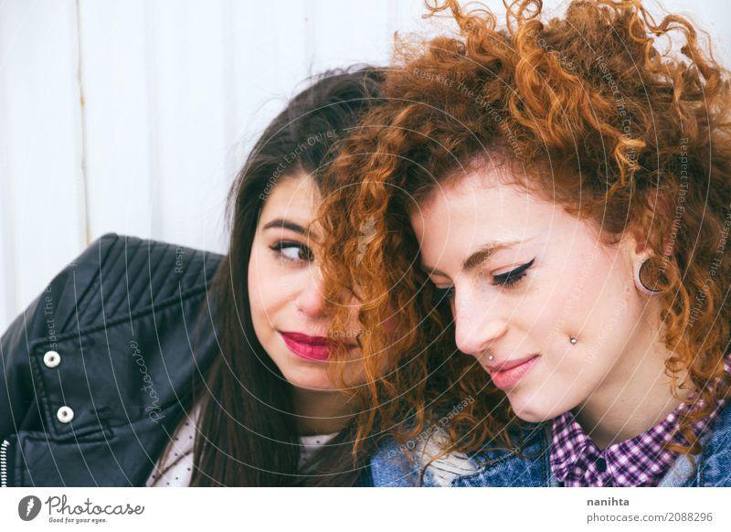 Junge Frauen des besten Freunds Mensch Jugendliche schön Erholung Freude 18-30 Jahre Erwachsene Leben Lifestyle Liebe feminin Stil Haare & Frisuren Mode Paar