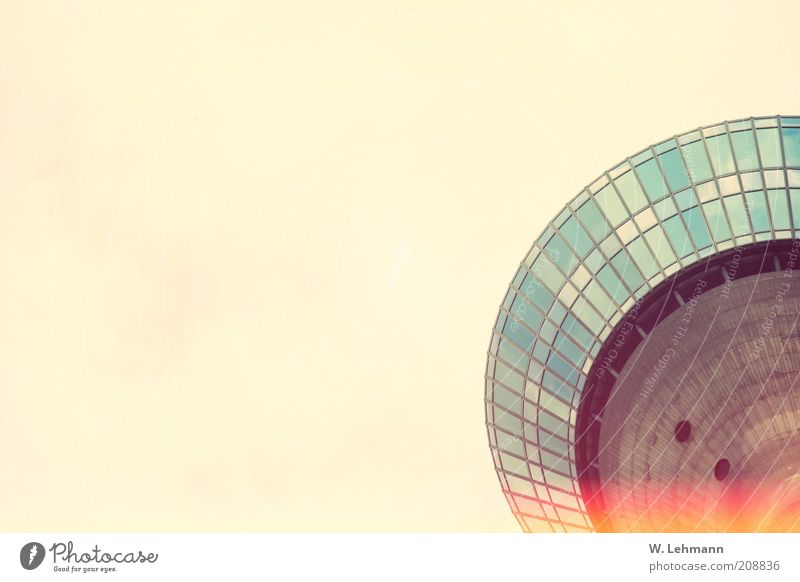 Lang Wellem oder...die Untertasse am Rhein Turm Bauwerk Gebäude Architektur Fernsehturm Beton Glas Metall blau mehrfarbig rot schwarz Farbfoto Außenaufnahme