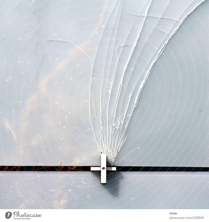 [H10.1] - Unter dem Druck des Kreuzes schwarz Wand Metall kaputt Metallwaren Dinge Verbindung gebrochen Fensterscheibe Technik & Technologie Riss Schwanz Tier