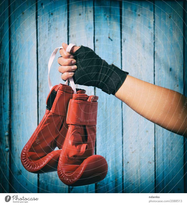 Mensch Frau Jugendliche blau Hand rot 18-30 Jahre schwarz Erwachsene Sport Holz Körper Erfolg Fitness Seil Schutz