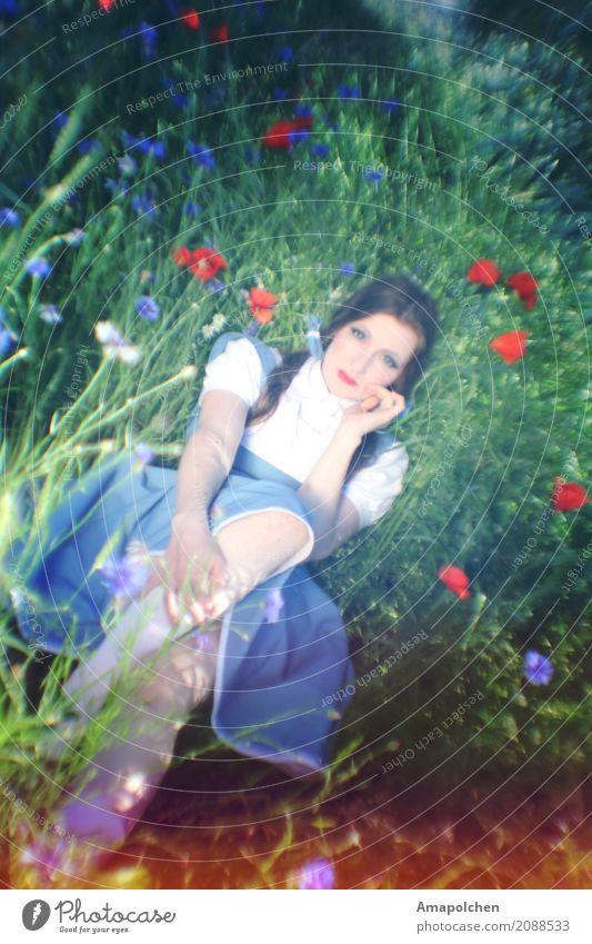 ::17-07:: feminin Junge Frau Jugendliche Erwachsene 13-18 Jahre 18-30 Jahre alt analog Trachtenkleid Bayern Wiese Blumenwiese Landhaus Bauernhof