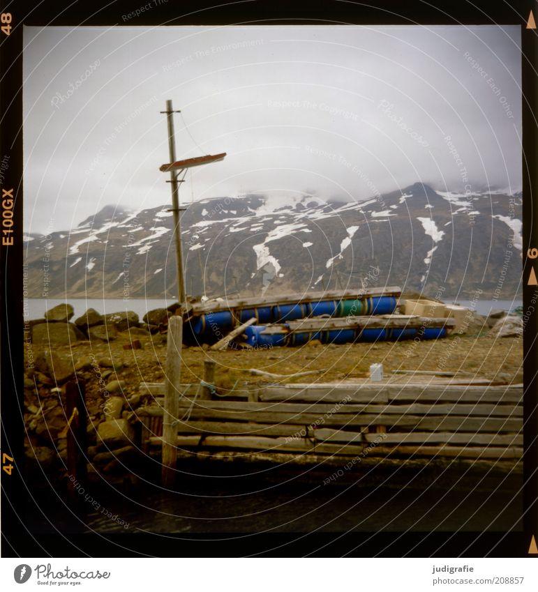 Island Umwelt Natur Landschaft Wasser Himmel Wolken Klima Felsen Berge u. Gebirge Schneebedeckte Gipfel Meer Djúpavík Dorf Menschenleer Hafen Holz