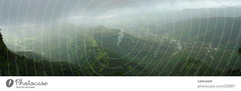 Western Ghats (Panorama) grün Berge u. Gebirge Nebel Indien Tal bewachsen