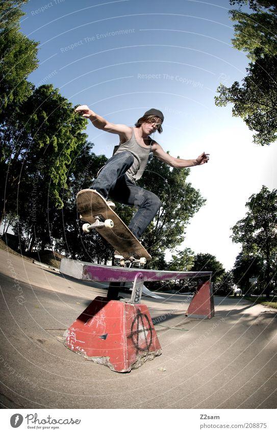 FS 5-0 Lifestyle Stil Freizeit & Hobby Skateboarding maskulin Junger Mann Jugendliche 18-30 Jahre Erwachsene Landschaft Himmel Sommer Baum Jeanshose Sport