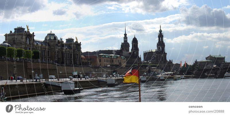 An einem Sommertag im Juli Dresden Promenade Europa Elbe Brühlsche Terasse Silhouette Sonne