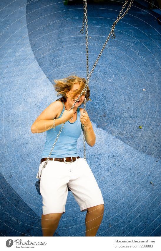 Einfach mal blau machen. (I) Frau Jugendliche blau Sommer Freude Erwachsene feminin Spielen Haare & Frisuren Glück lachen Mode Kindheit blond Fröhlichkeit Kindheitserinnerung
