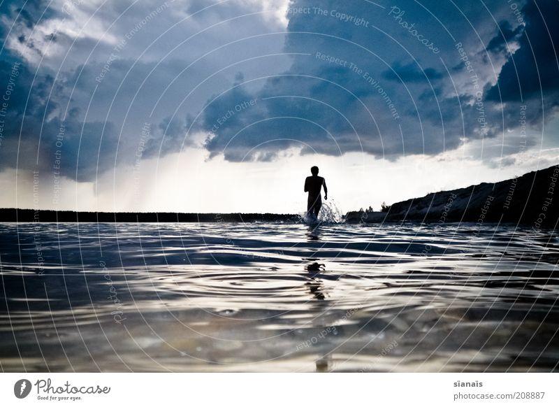 rainman Mensch Mann Wasser Strand Wolken Sport Wege & Pfade See Kraft Küste Erwachsene maskulin Wetter Umwelt rennen Fitness