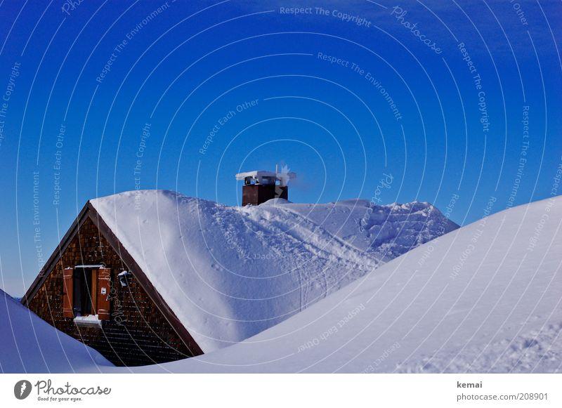 Skihütte weiß Sonne blau Winter Haus kalt Schnee Fenster Berge u. Gebirge Dach Klima Spuren Alpen Hügel Hütte Schönes Wetter