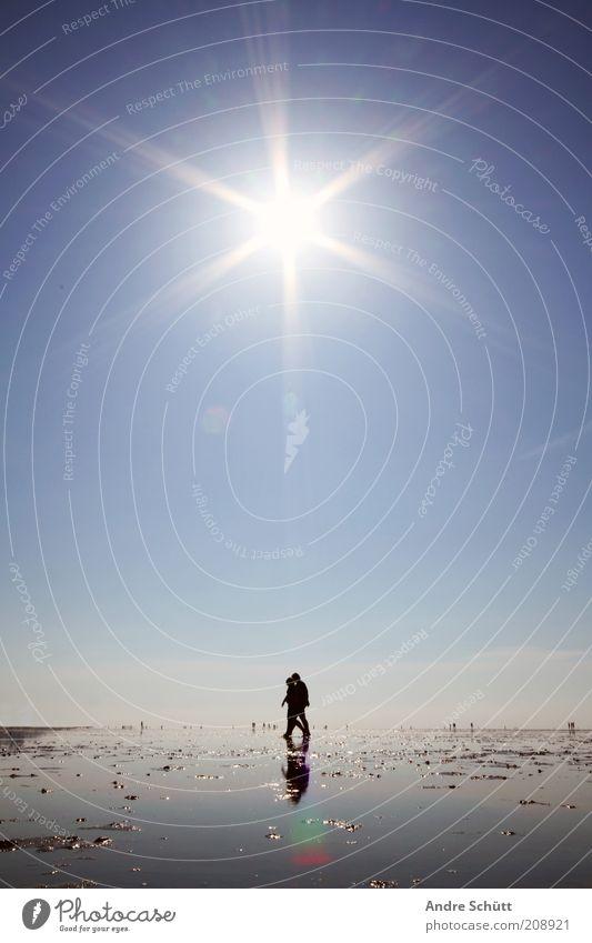 Walk 53.889419 / 8.652141 Mensch Umwelt Luft Wasser Wolkenloser Himmel Horizont Schönes Wetter Küste Nordsee Sand wandern nass blau schwarz weiß ruhig Idylle