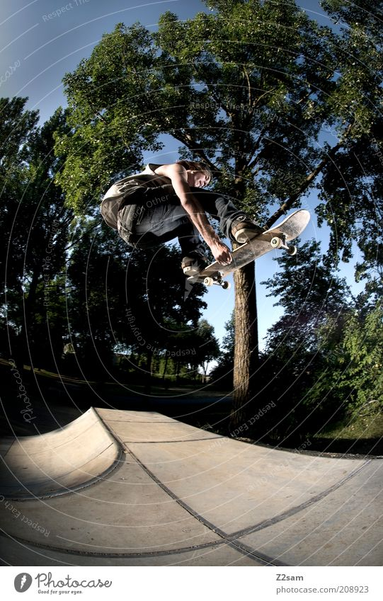 Backside-Air Lifestyle Stil Freizeit & Hobby Skateboarding maskulin Junger Mann Jugendliche Landschaft Himmel Sommer Baum Jeanshose Sport springen ästhetisch