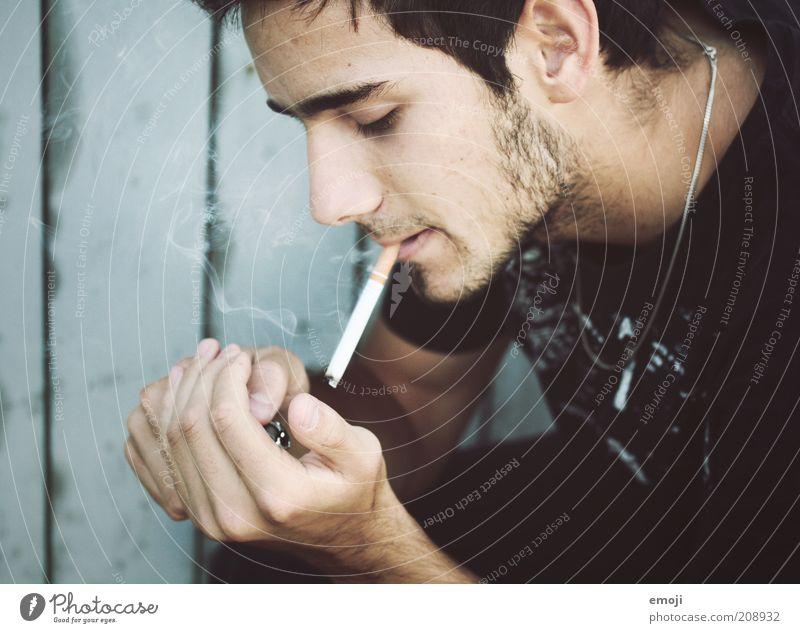 blue smoke Mensch Hand Jugendliche schön blau Gesicht Kopf Erwachsene maskulin Coolness Rauchen einzigartig Zigarette Profil
